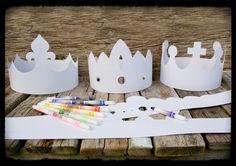 Paper crowns for kids at the wedding Knight Party, Queen Birthday, Paper Crowns, Dragon Party, Three Wise Men, Childrens Christmas, Crafty Kids, Camping Crafts, Preschool Activities