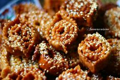 Chebakia Iftar, Onion Rings, Food Design, Doughnut, Nom Nom, Biscuits, Sweets, Cookies, Baking