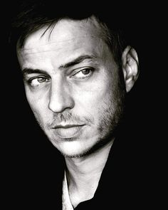 Beautiful portrait of Tom Wlaschiha by André Röhner! Tom Wlaschiha, Pretty Men, Beautiful Men, Beautiful People, Nico Mirallegro, Jaqen H Ghar, Luke Grimes, Andrew Mccarthy, Tom Mison