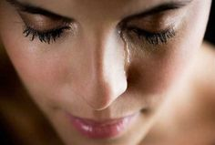 Ovarian cysts are normally harmless but can cause significant pain, requiring treatment or even surgery. Find out how ovarian cysts are called. Tears In Eyes, Chances Of Getting Pregnant, Perfect Strangers, Heavy Heart, Spiegel Online, Pregnancy Signs, Pregnancy Care, Feeling Depressed, Ovarian Cyst