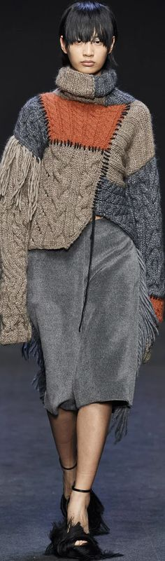Cristiano Burani Fall 2020 Knitwear Fashion, Crochet Fashion, Casual Wear Women, Old Sweater, Hand Knitted Sweaters, Knitting Designs, Crochet Clothes, Fashion 2020, Pullover