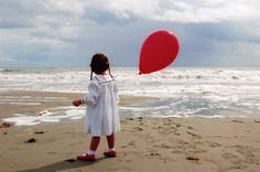 "Red Balloon at the Beach=- I love this and I would add a little more ""color pop"" to the photo but it is a great idea!"