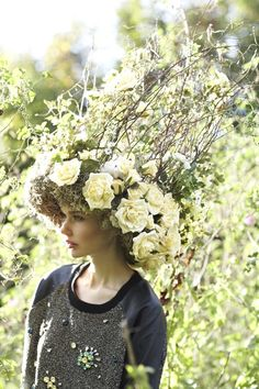 Harriet-Parry-Flowers-Flowerona-wild-flowers-5 Become A Florist, Wedding Bouquets, Wedding Gowns, Floral Headdress, Fantasy Wedding, Persephone, Floral Fashion, Floral Crown, Photography Women