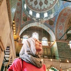 Travel can be stressful at times. These tips aim to alleviate those stresses and make your travel experience easier and more enjoyable. Blue Mosque, Carry On Luggage, Positive Attitude, Public Transport, Us Travel, Travel Photos, Istanbul, Travel Inspiration, Traveling By Yourself