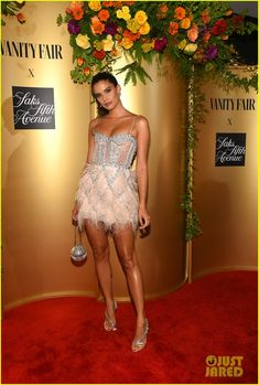 Sara Sampaio attends as Vanity Fair and Saks Fifth Avenue celebrate Vanity Fair's Best-Dressed 2018 at Manhatta on September 2018 in New York City. Sara Sampaio, Saks Fifth Avenue, Adriana Lima Outfit, Vanity Fair, Hollywood Party, Evening Outfits, Night Outfits, Red Carpet Looks, Beautiful Legs