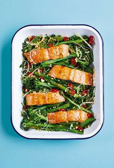 Get a delicious dinner on the table in just 30 mins with this Sticky Soy and Honey-roasted Salmon Traybake from 😋 Succulent salmon, tender veg, with a zip of red chilli and crunchy peanuts to finish. Head to the link in our bio for the recipe. One Dish Dinners, Fast Dinners, Veggie Dinners, Tray Bake Recipes, Asda Recipes, Recipies, Roasting Tins, Midweek Meals, Easy Meals