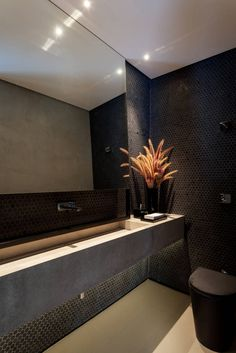 Casa em Itu : Banheiros minimalistas por Consuelo Jorge Arquitetos