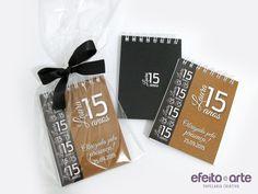 Bloquinhos preto e dourado para lembrança de 15 anos. Orçamentos e pedidos pelo e-mail contato@efeitoearte.com.br