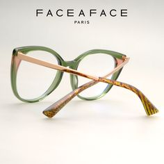 The thin metal temples are set high for a refined and trendy look. A sculpted end-tip with strong facets turns the design into a pure createur concept. __________ #FACEAFACE_paris __________ #ANOUK #faceaface #frames #designer #paris #handmade #instaglasses #fashion #accessories #glasses #design #lunettesdevue #Opticalframes #optical #glassesporn