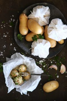 Potatisknyten på grillen | Catarina Königs matblogg Camembert Cheese, Potato Salad, Grilling, Dairy, Potatoes, Ethnic Recipes, Food, Ann, Water