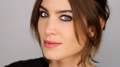 A Classic Case of Winter Face - Makeup and Chat with Alexa Chung http://www.lisaeldridge.com/video/27273/a-classic-case-of-winter-face-with-alexa-chung/