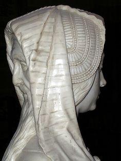Gisant de François II, cathédrale de Nantes (France). Le double visage de la Prudence.