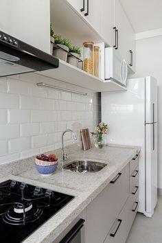 Kitchen Room Design, Modern Kitchen Design, Kitchen Decor, Wooden Bookcase, Home Kitchens, Home Goods, Sweet Home, Kitchen Cabinets, Room Decor