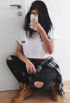 White Box Top, Distressed Black Denim And Timberlands. Outfits Hipster, Tumblr Outfits, Urban Outfits, Casual Outfits, Cute Outfits, Lazy Outfits, Grunge Fashion, Teen Fashion, Fashion Outfits