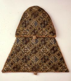 The front of the purse of Jan II van Brabant. The purse is quite large: 30 cm height by 43 cm width.  Photo from the KIK-IRPA database, Belgium 13-14thC