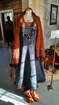 Woman's outfit, based on archeological finds from Hedeby and Birka (AnneMa Werner).