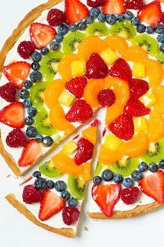 Fruit pizza, easy fruit tart recipe, fruit tart recipes, sugar cookie f Fruit Pizza Frosting, Fruit Pizza Bar, Mini Fruit Pizzas, Easy Fruit Pizza, Pizza Cups, Pizza Food, Fruit Tarts, Fruit Food, Dessert Pizza