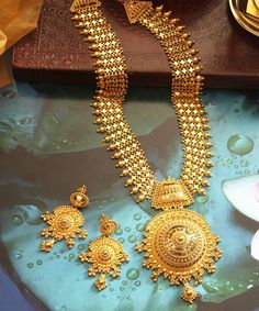 Gold Chain Design, Gold Bangles Design, Gold Earrings Designs, Gold Jewellery Design, Necklace Designs, Designer Jewellery, Diamond Jewellery, Indian Wedding Jewelry, Bridal Jewelry