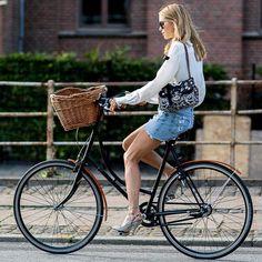 Dicas de looks super estilosos para andar de bicicleta.