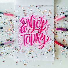 Week: Big, Bold and Colorful Lettering with Maia Tombow Dual Brush Pens are perfect for lettering Birthday Card Projects!Tombow Dual Brush Pens are perfect for lettering Birthday Card Projects! Creative Lettering, Lettering Design, Brush Lettering Quotes, Chalk Typography, Hand Lettering Art, Letras Cool, Inspiration Typographie, Doodles, Modern Calligraphy