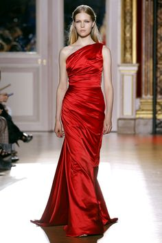 Zuhair Murad Fall/Winter 2012/2013 Couture Collection   #Fashion #Couture #Runway #HighFashion  #ZuhairMurad #Dress #Gown #Flower #Design #Clothes #Red