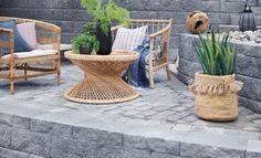 Årets store hagetrend: Stein på stein gir tidløs design – og kanskje en kjøkkenhage på kjøpet - Byggmakker.no Outdoor Furniture Sets, Outdoor Decor, Patio, Throw Pillows, Garden, Home Decor, Design, Wall, Stone