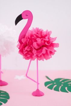 Tinker DIY pompom flamingos - ideal decoration for the next summer party - Flamingo Craft, Pink Flamingo Party, Flamingo Baby Shower, Flamingo Decor, Flamingo Birthday, Kids Crafts, Summer Crafts For Kids, Diy And Crafts, Paper Crafts