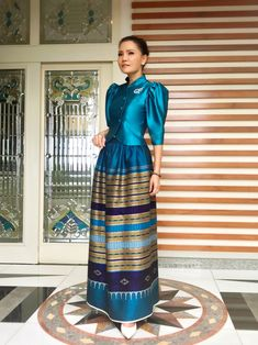 Filipina, Silk Dress, Dresses For Work, Wallpaper, Fashion, Traditional Fashion, Wallpaper Desktop, Moda, Silk Gown