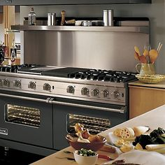 Sealed Burner Gas Range (VGCC) in 12 Exclusive Finishes - Viking Range, LLC would love cooking with this baby in my kitchen! Kitchen Stove, New Kitchen, Kitchen Dining, Kitchen Appliances, Viking Appliances, Viking Kitchen, Viking Stove, Commercial Kitchen, Cuisines Design