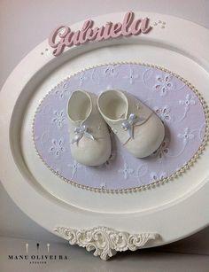 Quadro Porta de Maternidade personalizado Gabriela. Saiba mais em: https://ateliermanuoliveira.wordpress.com/2014/12/10/quarto-de-menina-romantico-compose/