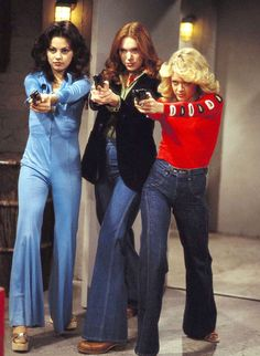 "Mila Kunis, Laura Prepon, and Lisa Robin Kelly in ""That Show. 70s Inspired Fashion, 70s Fashion, 70s Vintage Fashion, Fashion Black, Fashion Ideas, Gilmore Girls, Steven Hyde, Moda Hippie, 70s Mode"
