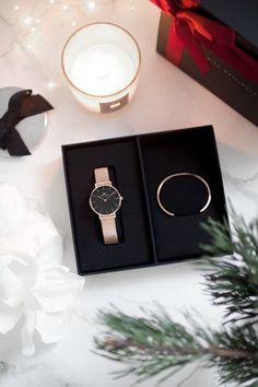 Diy Crafts Jewelry, Cute Jewelry, Jewelry Accessories, Estilo Kardashian, Daniel Wellington Watch, Mens Gold Bracelets, Trendy Watches, Ring Watch, Fashion Watches