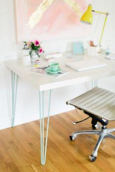 """Hairpin legs ikea hack. Un plateau Ikea et des pieds de table """" hairpin legs """" pour un superbe bureau."""