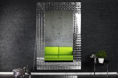"""Der gigantische und extravagante Spiegel """"Chains XL"""" ist ein dekoratives und zeitloses Accessoire für Ihr modernes Ambiente. Den Rahmen des Wandspiegels schmücken unzählige, mit runden Vertiefungen versehenen Spiegelplättchen. Seine imposante Größe macht dieses Designobjekt zum garantierten Eyecatcher an Ihrer Wand."""