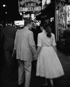 My Little Vintage World: Photo Vintage Romance, Vintage Love, Vintage Photos, Vintage Kiss, Couple Aesthetic, Aesthetic Vintage, Cute Relationship Goals, Cute Relationships, Relationship Pictures