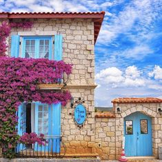 See more images from 31 houses covered in flowers, because summer on domino.com