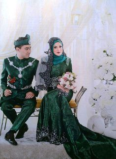 Perfect couple in Emerald Green bride & groom wedding dress.