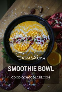 Brighten your day with this sunshine smoothie! Healthy Vegan Breakfast, Healthy Desserts, Healthy Recipes, Yummy Smoothies, Delicious Vegan Recipes, Smoothie Bowl, Vegans, Acai Bowl, Bowls