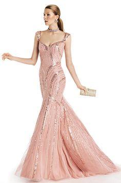 Vestido de noche con pedrería de Pronovias