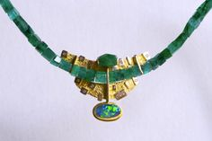 Necklace: Oro 750/000, 137 smeraldi ct, 3.98 ct loudspeaker Nero, brillanti D IF 018-ct 18k gold, 137 ct Emerald, Black Opal 3.98 ct, Diamond 018 ct D IF  || http://borghesi.it/Collane_Necklaces.asp
