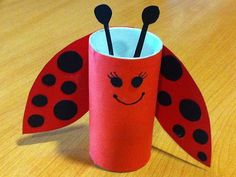 Idée pot à crayons Kids Crafts, Summer Crafts, Toddler Crafts, Arts And Crafts, Toilet Roll Craft, Toilet Paper Roll Crafts, Cardboard Crafts, Insect Crafts, Ladybug Crafts