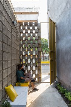 Image 8 of 22 from gallery of House Between Blocks / Natura Futura Arquitectura. Photograph by JAG Studio Small Brick Patio, Brick Patios, Interior Architecture, Interior And Exterior, Interior Design, Suppose Design Office, Best Office, Narrow House, Simple Interior