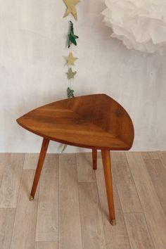 petite table triangulaire années 50