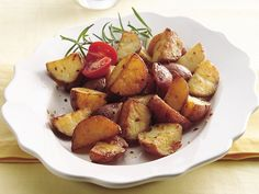 Red Potatoes on the Grill {almost primal}: Just a little butter, garlic, and salt is all you need to make irresistible potatoes on the grill! Grilled Fish Recipes, Healthy Grilling Recipes, Seafood Recipes, Cooking Recipes, Grill Recipes, Cooking Games, Easy Cooking, Grilled Food, Grilled Beef