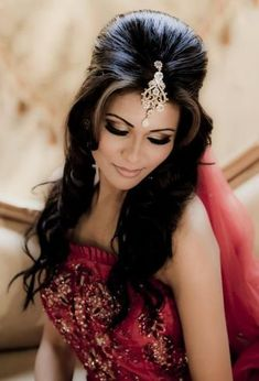 Hairstyle in indian wedding bridal makeup and hairstyle indian bridal hairstyles bridal Indian Bridal Makeup, Wedding Hair And Makeup, Hair Makeup, Eye Makeup, Hair Wedding, Asian Bridal Hair, Makeup Contouring, Bridal Hairdo, Fashion Trends 2018