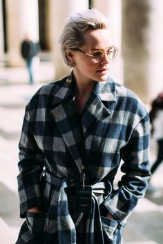 Paris Fashion Week Street Style Fall 2018 Day 7 Cont. All the best street style looks from Paris FW18 shows and fashion week. The best looks worn by fashion editors, models, influencers and more. See the latest Street Style from all the womenswear fashion shows at TheImpression.com