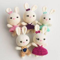 """236 Beğenme, 2 Yorum - Instagram'da Sevinç Ekiz Koşar (@sevincekiz): """"Bende yavru tavşanlarımla ilk #tbt mi yapmak istedimherkese iyi geceler diliyorum .…"""" Easter Bunny Crochet Pattern, Crochet Doll Pattern, Crochet Patterns Amigurumi, Amigurumi Doll, Crochet Stitches, Handmade Soft Toys, Knit Art, Crochet Keychain, Crochet Decoration"""