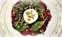 Ziegenkäse auf Rote Beete Carpaccio: eine schnelle und ganz einfache Vorspeise, die Gäste lieben!