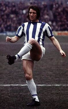 Frank Worthington of Huddersfield Town in Huddersfield Town Fc, Frank Worthington, Football Jerseys, Soccer Players, Terriers, Running, 1970s, Sports, Clock