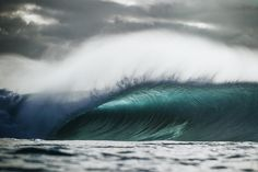 Photo of the Day: Pipeline, Hawaii. Photo: Ellis